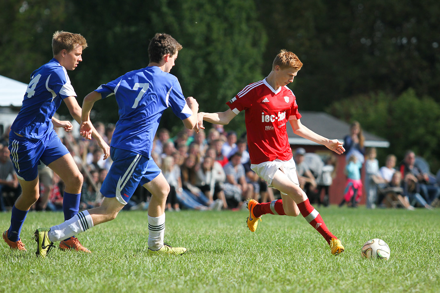 How to Capture the Perfect Sports Action Shot {from Digital Photography School}