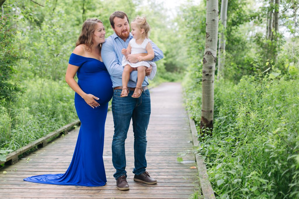 Family portrait photoshoot at Island Lake Trail in Orangeville by Frank Myrland Photography