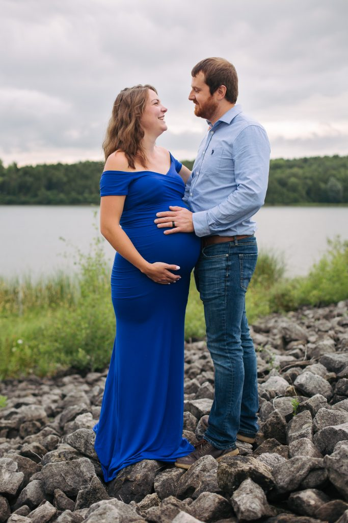 Maternity portrait at Island Lake Trail in Orangeville by photographer Frank Myrland